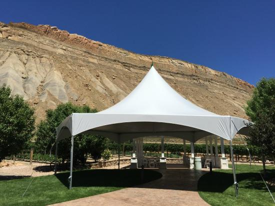 Wine Country Inn: Our new tent is available for your outdoor events.