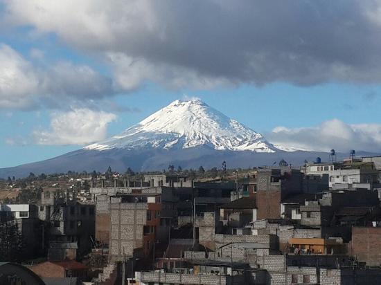 Tierra Zero Tours: Vista del Volcán Cotopaxi desde la ciudad de Latacunga