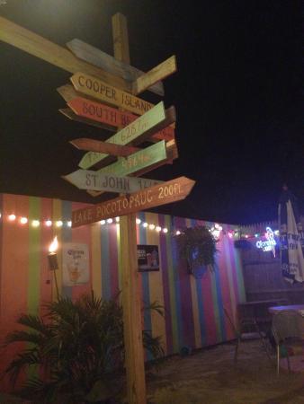 Angelicou0027s Lake House Restaurant: Outdoor Tiki Bar