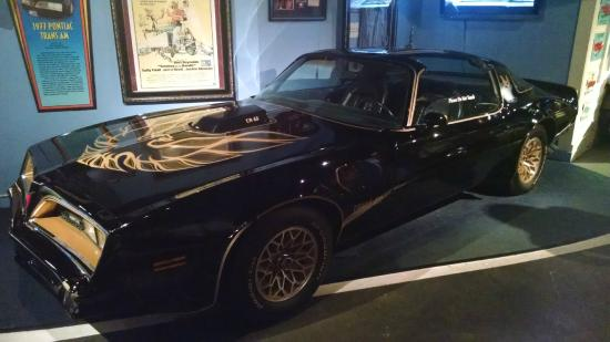 Smokey and the bandit picture of hollywood star cars for Musictown motor cars tennessee