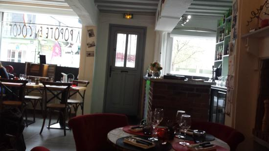 Pont-l'Évêque, Francia: Salle de restaurant
