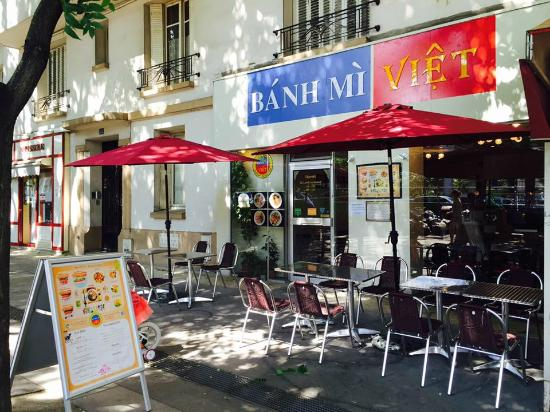 terrasse parasols picture of banh mi viet austerlitz paris tripadvisor. Black Bedroom Furniture Sets. Home Design Ideas