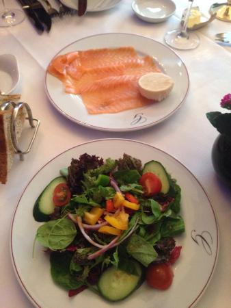 Greig's Grill & Restaurant: Smoked salmon and mixed salad