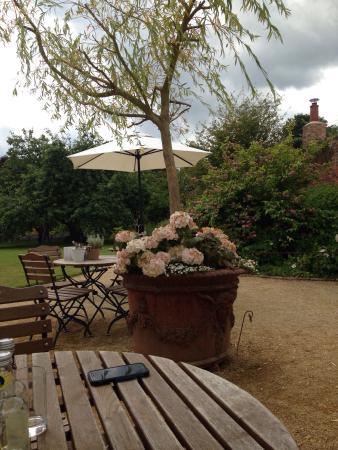 Bradley Gardens: Lovely lunch out in beautiful walled garden