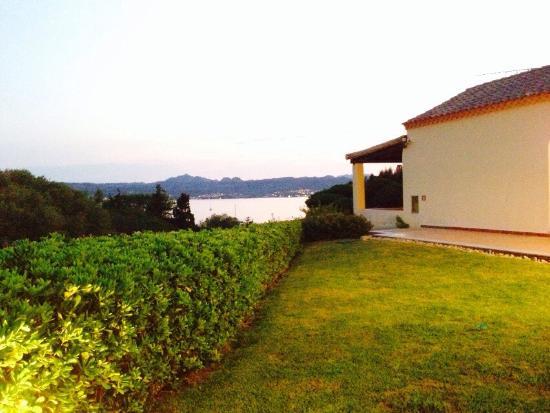 Tre Monti Hotel : Ausblick in den Garten, Ausblick beim Essen, Anlage, Strand