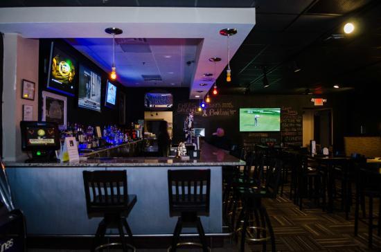 Wyndham Garden Greensboro: Legend's Bar and Grille