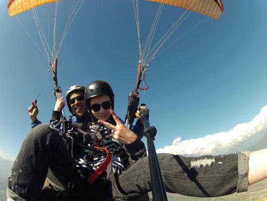 West Kelowna, Kanada: Paraglider tandems in the Okanagan.
