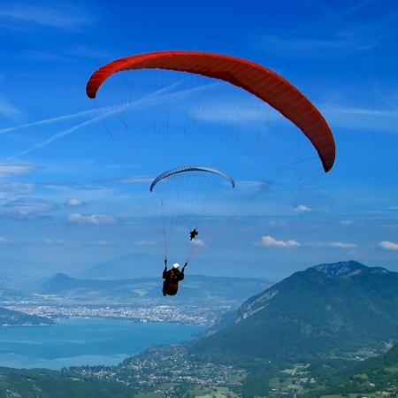 West Kelowna, แคนาดา: Fly the Okanagan - paragliding tandems available.
