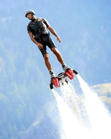 West Kelowna, แคนาดา: Flyboarding.