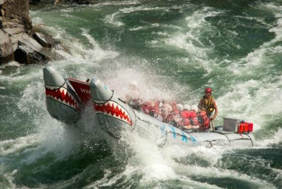 West Kelowna, Canada: Powered white water rafting.