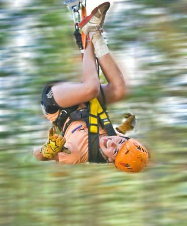 West Kelowna, Canadá: Upside down ziplining.