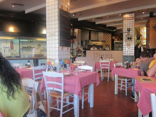 La Pasteria - Kolonaki: Indoor seating