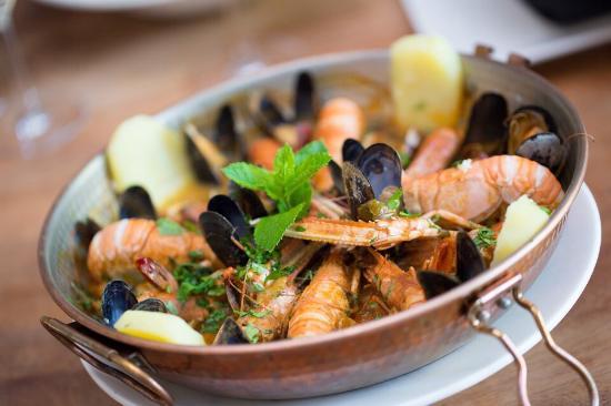 Photo of Seafood Restaurant Opporto at Raampoortstraat 10, Rotterdam 3032 AH, Netherlands