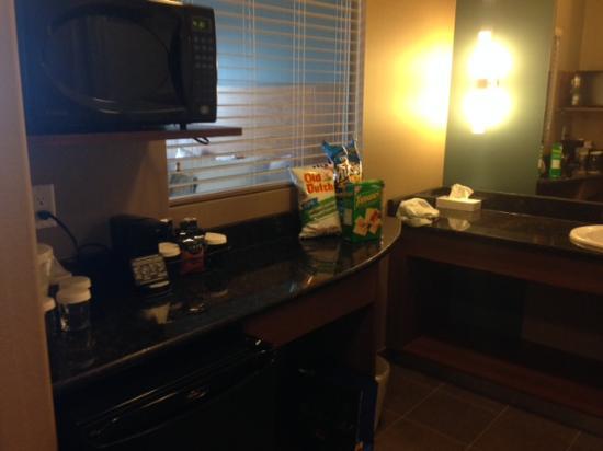 Heritage Inn Hotel & Convention Centre: Snack prep area