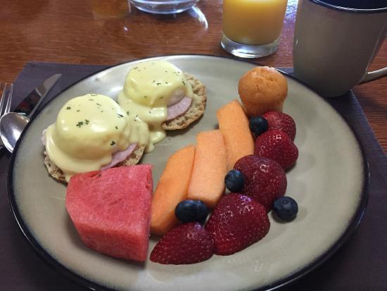 Yosemite Big Creek Inn: One of our lovely breakfasts