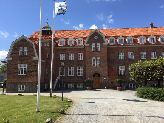 Uteområdene. Flotte, store uteområder med gode parkeringsmuligheter. - Picture of Danhostel Esbjerg - Tripadvisor