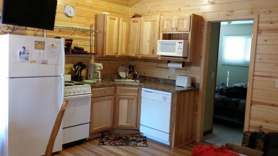 Otter Tail Beach Resort: Kitchenette that even has a dishwasher.