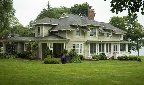Lakeside Bed and Breakfast: 110 Year Old Architectural Treasure