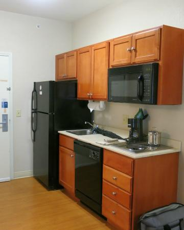Candlewood Suites Polaris : Kitchen