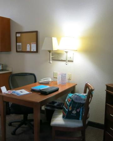 Candlewood Suites Polaris : Table/Desk Combo
