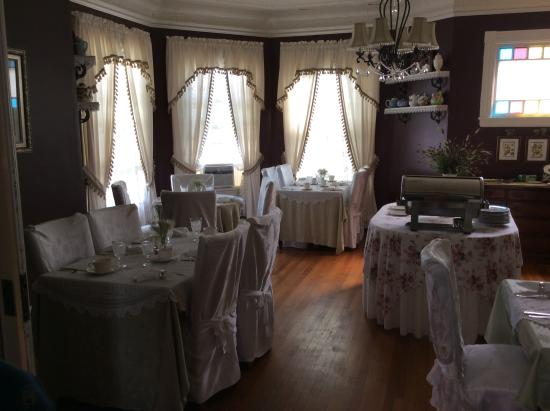 Penley House Bed & Breakfast: The breakfast room.