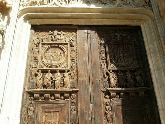 Detalhamento da porta da igreja de saint maclou foto van st maclou 39 s church rouaan tripadvisor - Saint maclou tapijt van gang ...