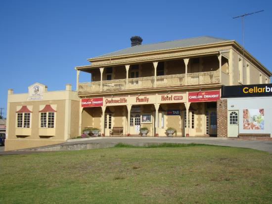 Queenscliff: Front of building
