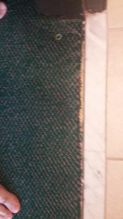 Liberty Inn Lincoln City: Bathroom entrance