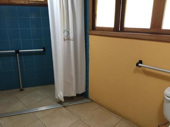 Cotundo, Ekuador: Accessible bathroom 2