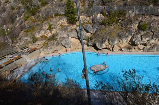Rocky Mountain Springs Lodge and Restaurant: Radium Hot Springs в 5 минутах езды