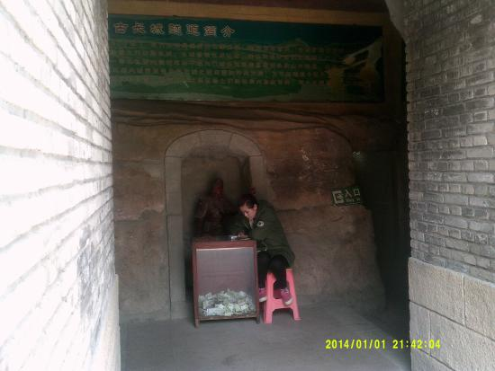 Suizhong County, จีน: ming tunnel entrance