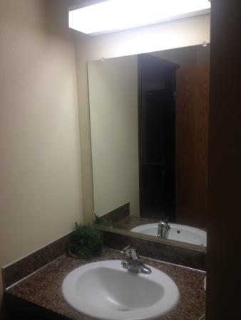 Selah, WA: Bathroom.  Cheap.