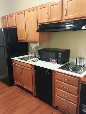 Candlewood Suites Clarksville: Kitchenette with full size refrigerator