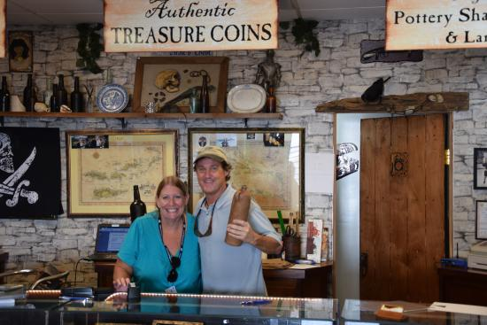 The Pirates Chest: Sean the owner & treasure hunter posing with me for photo