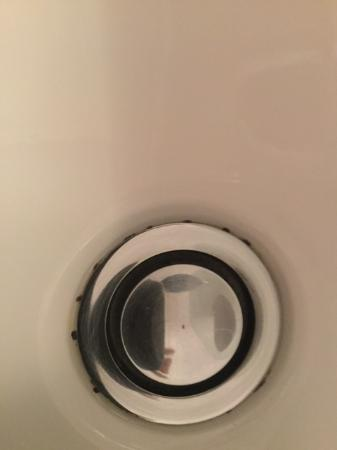 Verandah Apartments Perth: Mould in sink