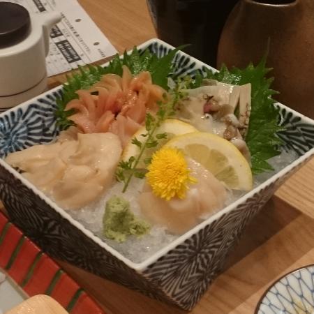 Tsukijitama Zushi Shinjuku Takajimaya: 貝の盛り合わせ