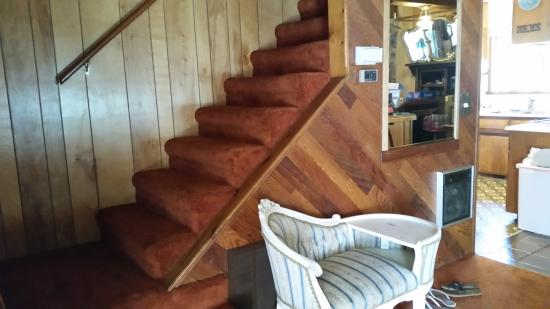 Lake Almanor Peninsula, CA: inside steps without handrail on outside of steps