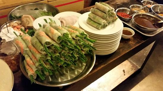 Rice skin rolls vegetables and vermicelli