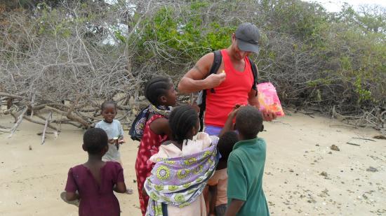 SheShe Baharini Beach Hotel: le scuole nei villaggi