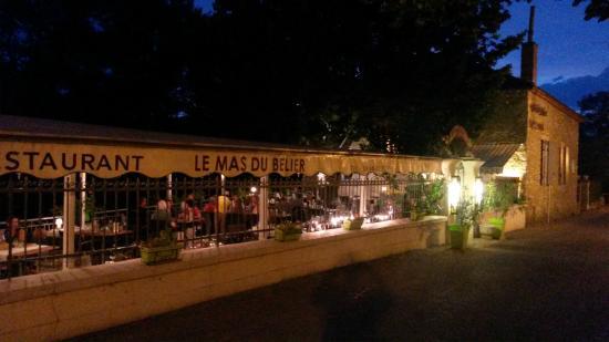 Mas du Belier Le: gezellig tafelen