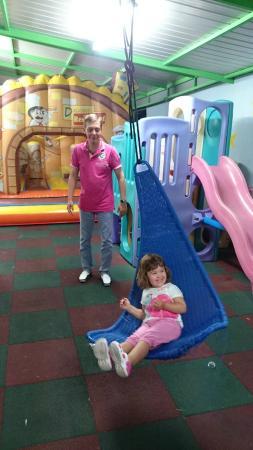 Atlas : небольшая,но уютная детская площадка - настоящее спасение для родителей