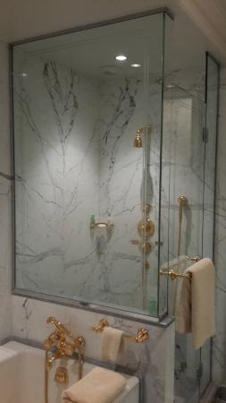Four Seasons Hotel George V Paris: the shower in 303