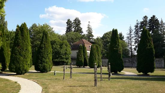 Chateau de Gilly: The garden with the main suite