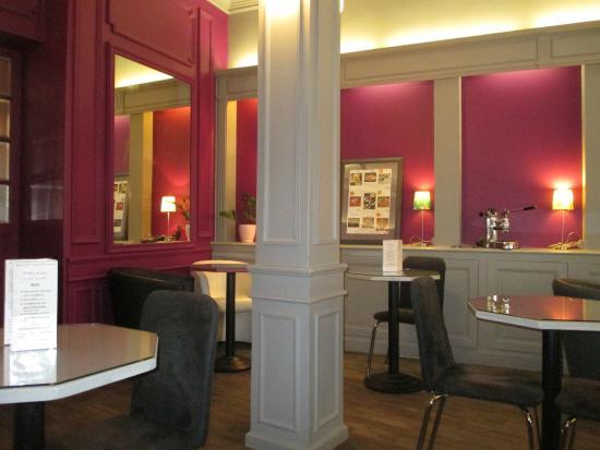 La Duchesse Anne : Interior of Cafe area