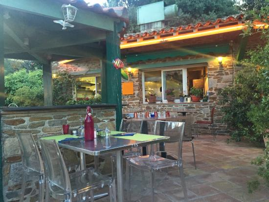 Terrasse picture of le poisson rouge hyeres tripadvisor for Poisson rouge