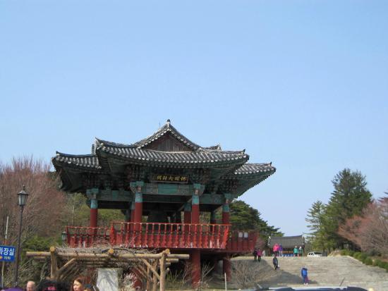 Seokguram: At the main gate