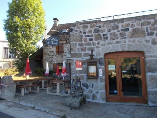La terrasse de l 39 h tel foto van la maison de rosalie for Restaurant nasbinals