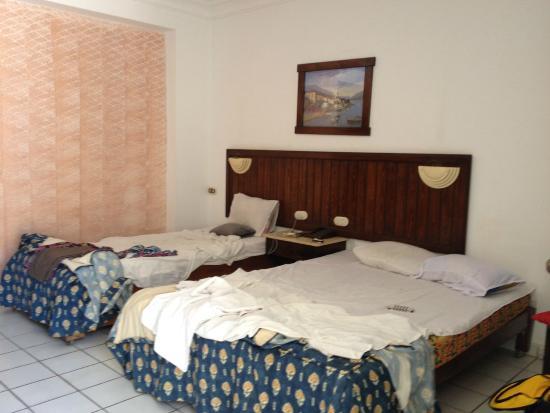 chambre double avec un lit 140 et un 110