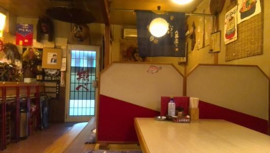 Tanagura-machi, Japón: 座敷が4つとカウンターの店構え