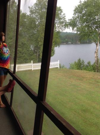Sandy Point Motel: Screened in balcony